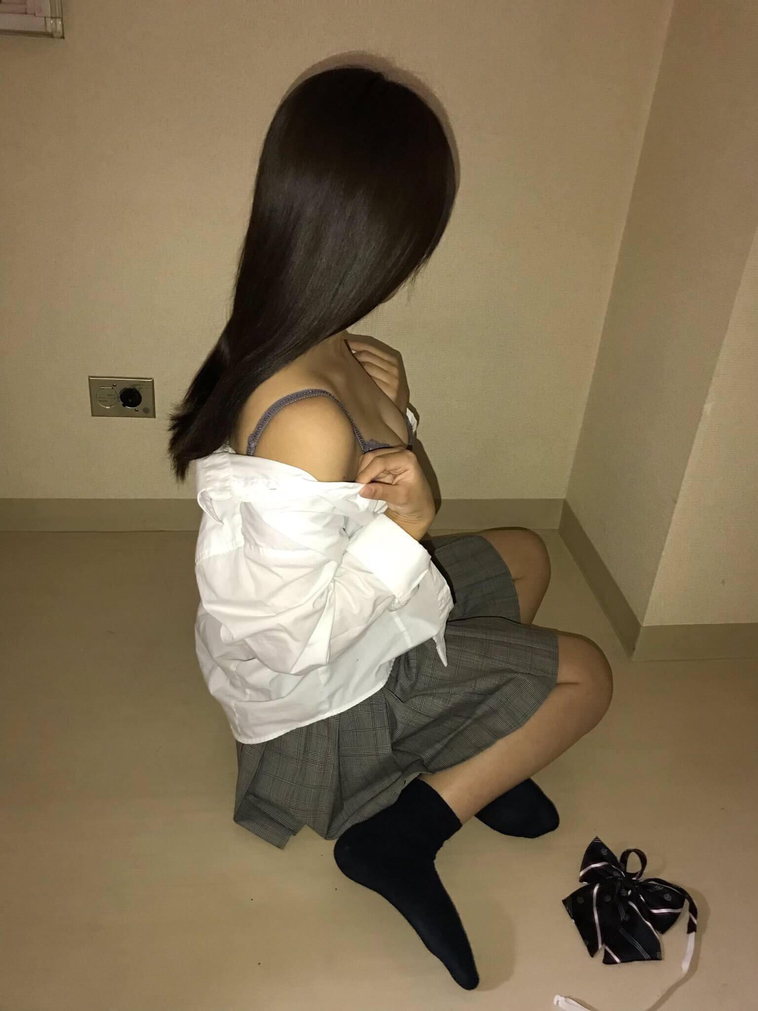 【画像】10代制服少女という勃起誘発ワードwww