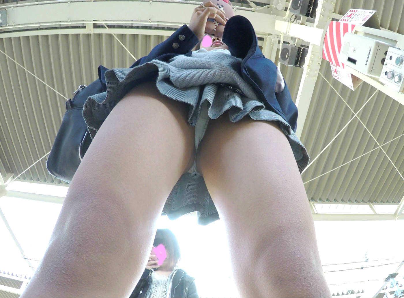 【画像】女子高生のエチチなパンティー履いてこれは誘ってるよな・・・