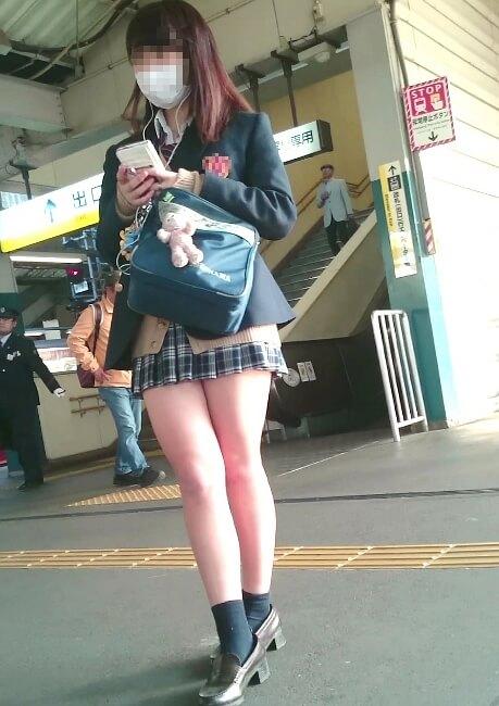 【画像】街中歩き回るドスケベ女子高生ちゃん