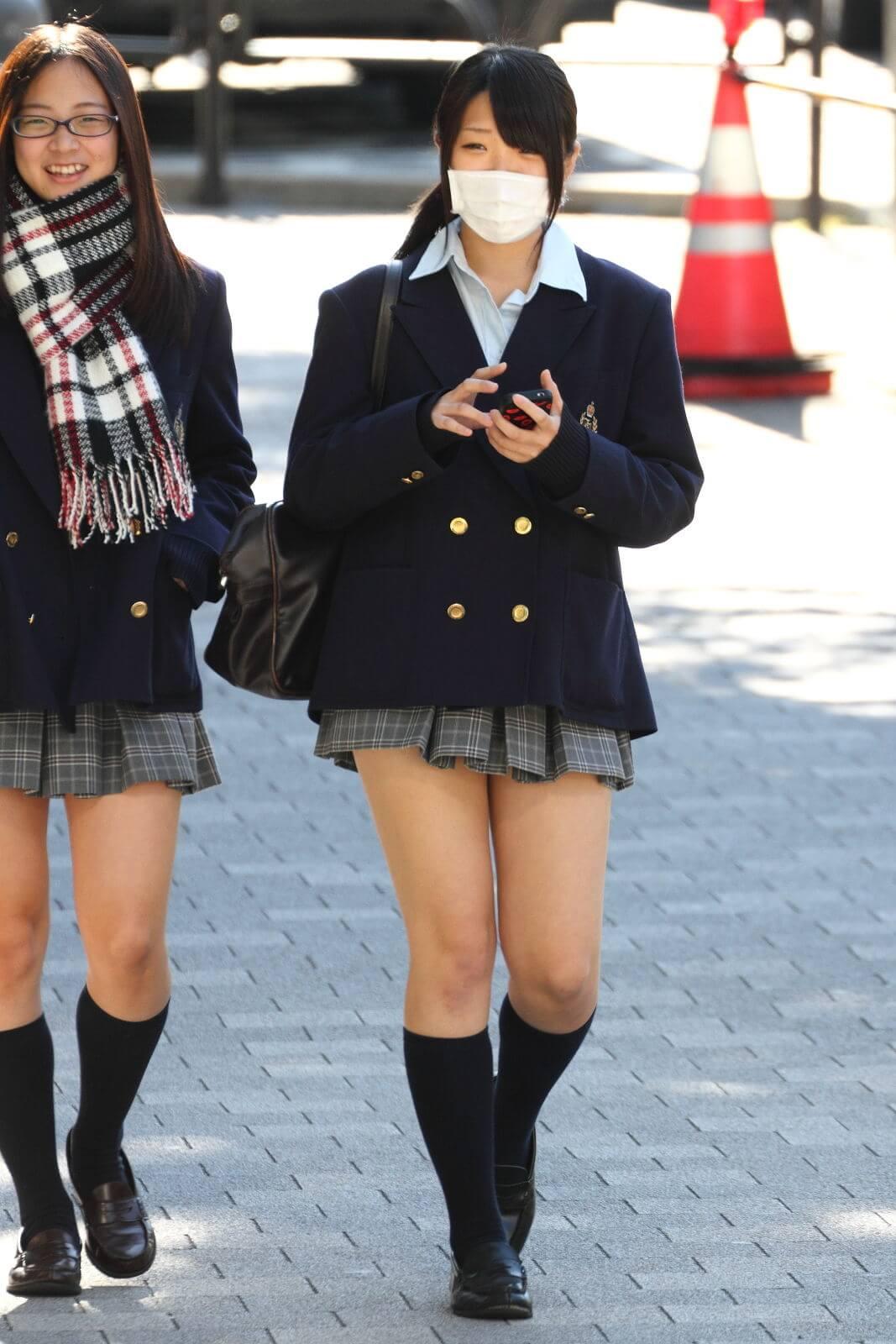 【画像】真冬におまた冷え冷えな女子高生ちゃん