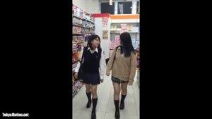 【動画】女子高生逆さ撮りのやらせ動画です、ご参考ください。