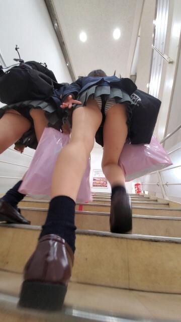 【画像】今夜は女子高生のオパンティ見ながらシコシコですな