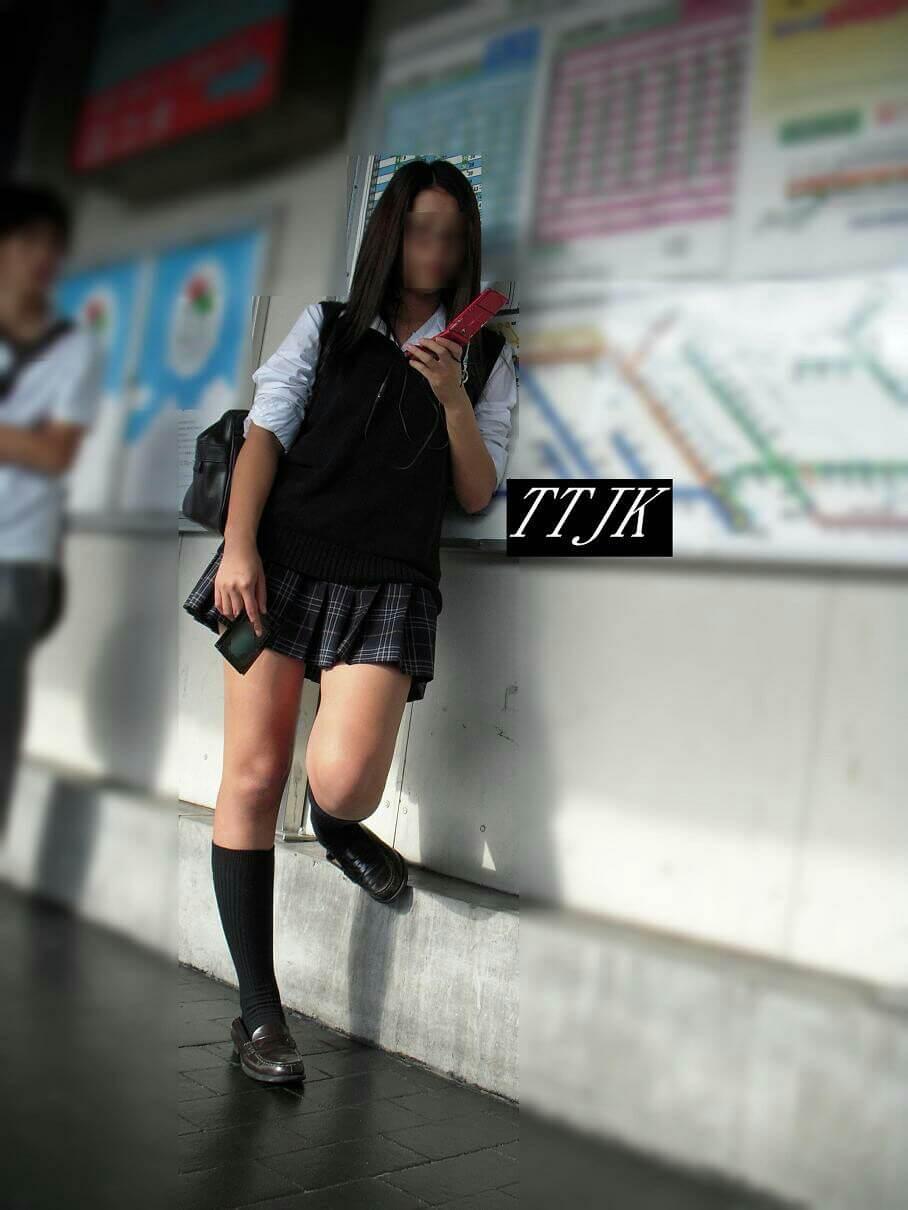 【画像】ちょっと薄着な女子高生待撮り写真