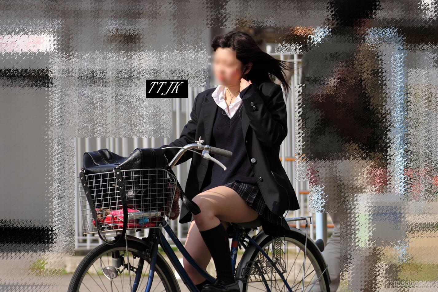 【画像】自転車に乗ったJKの後ろ尾行し良い匂い嗅ぎ奴