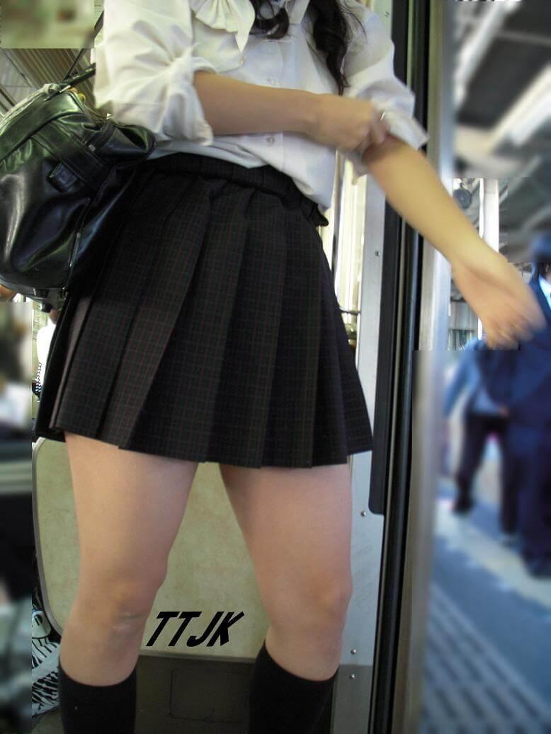 【画像】女子高生のエッチな部位1位はふとももだよなww