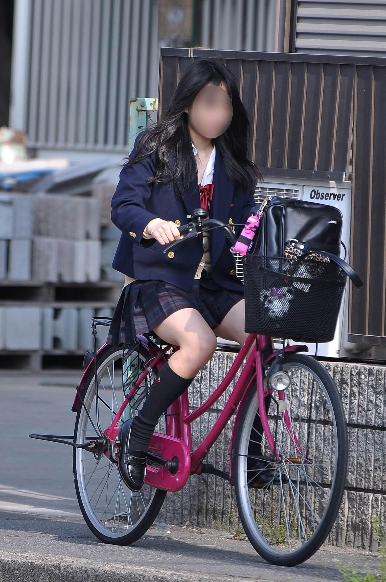 【画像】自転車通学JKのワンチャンパンチラ期待奴www