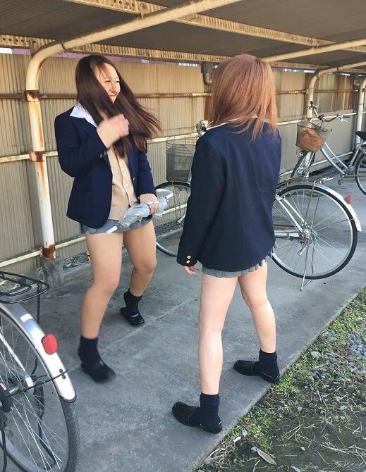 【画像】学校で青春を送る日常の女子高生をカシャリ