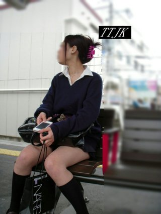 【画像】女子高生が座ってた温もりに少し興奮奴おるよね?www