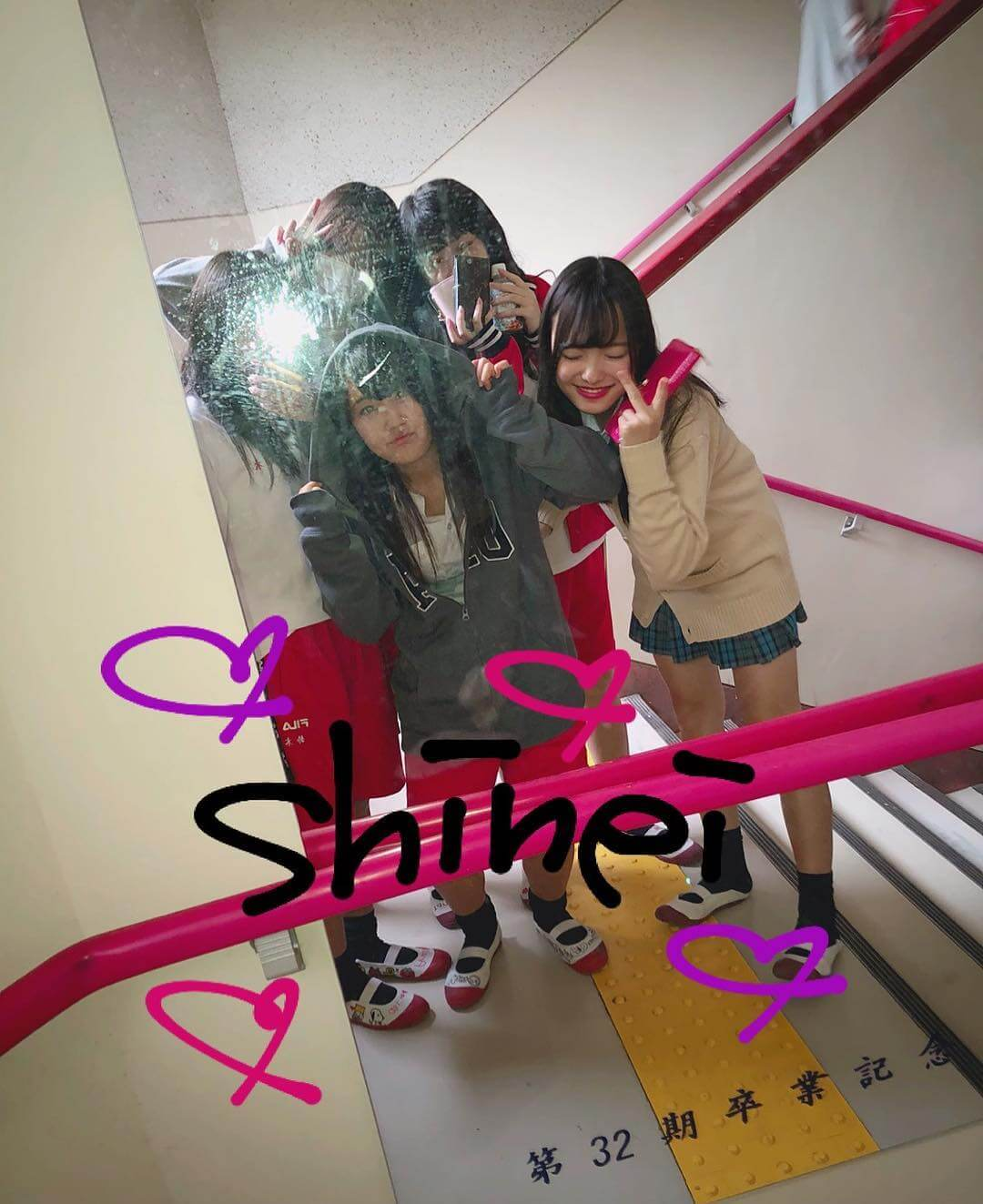 【画像】新栄JKの在校生同士で盗撮が流行ってるらしいけどSNSに写真いっぱいやん