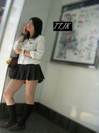 【画像】女子高生の夏服シャツ姿ってほぼ裸やん!