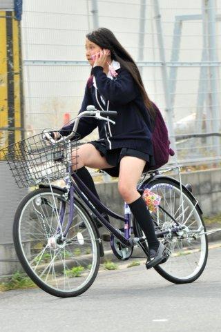 【画像】自転車女子高生とすれ違った時のあのにおひがたまらんよねwww