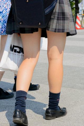 【画像】女子高生のぷりぷりなふとももに焦点を当てた写真