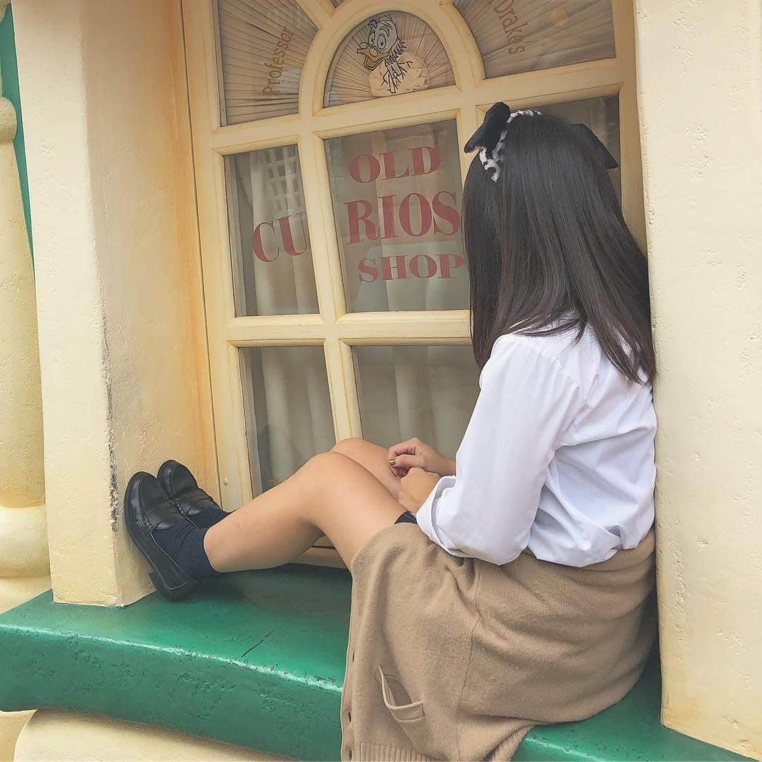 【画像】女子高生の思い出作りをするディズニー写真