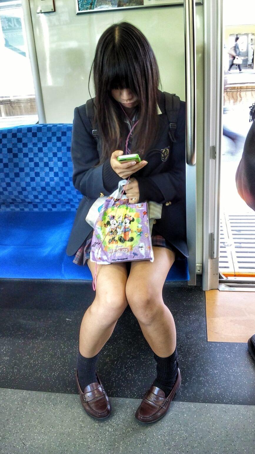 【画像】電車内でJKが近くに来たらドキッとするよなww