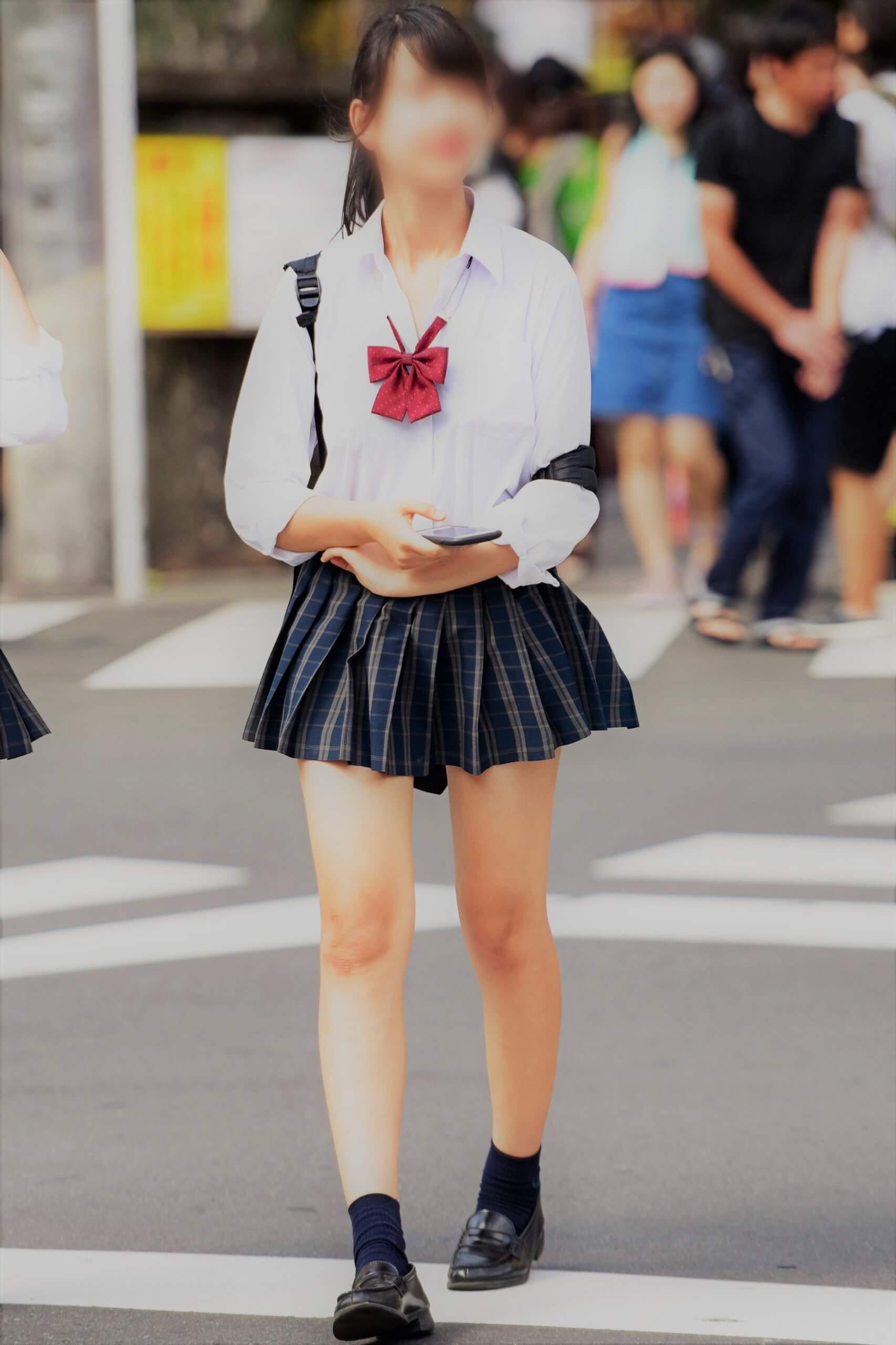 【画像】今夜のおかずに女子高生の待撮り写真をどうぞ