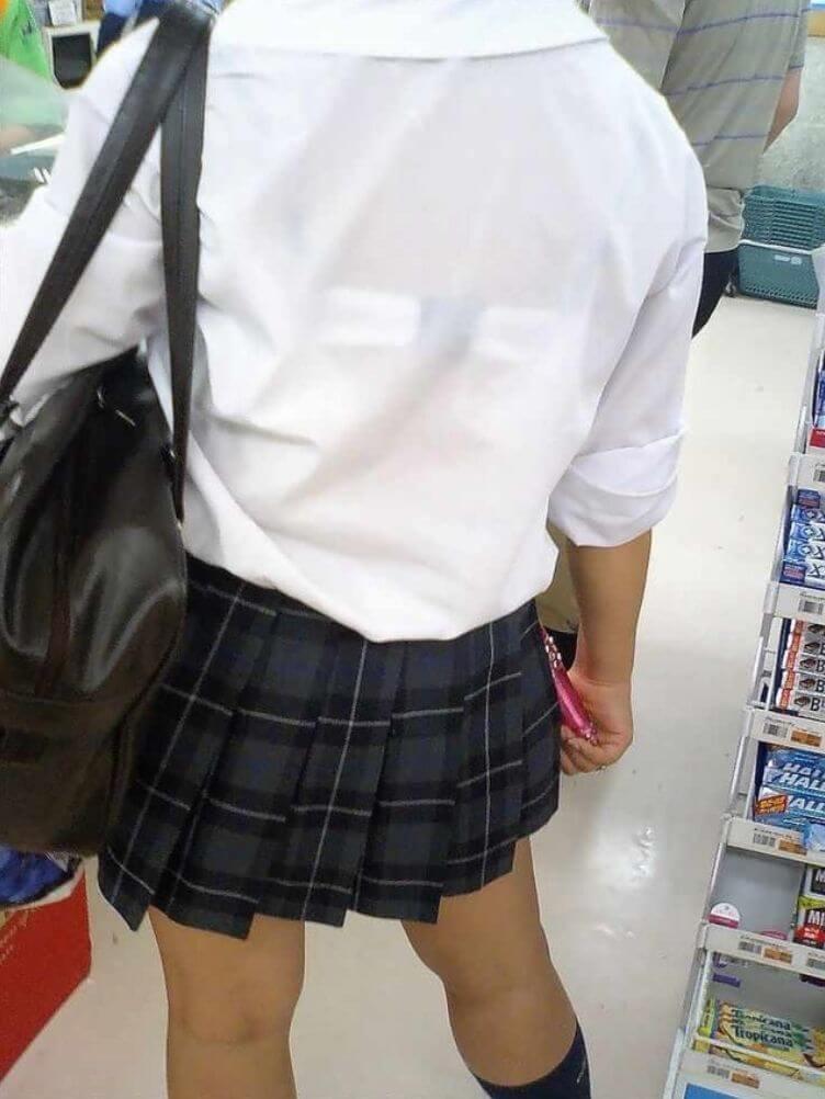 【画像】YシャツJKのスケブラにチンチンイライラ(。-`ω-)
