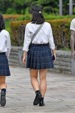 【画像】王道ジャンルの女子高生待撮り写真