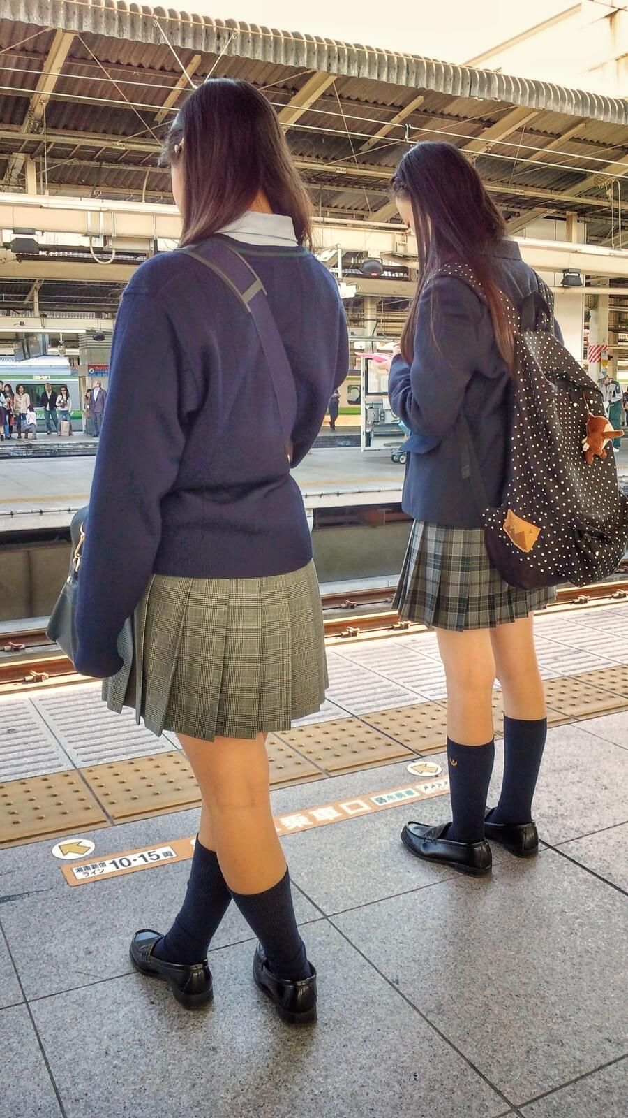 【画像】モフモフセーター来てる女子高生萌え~ww