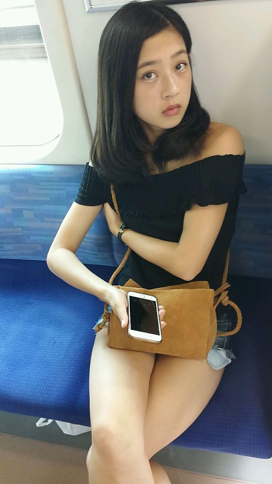 【画像】女子高生の私服って良い塩梅の露出よな