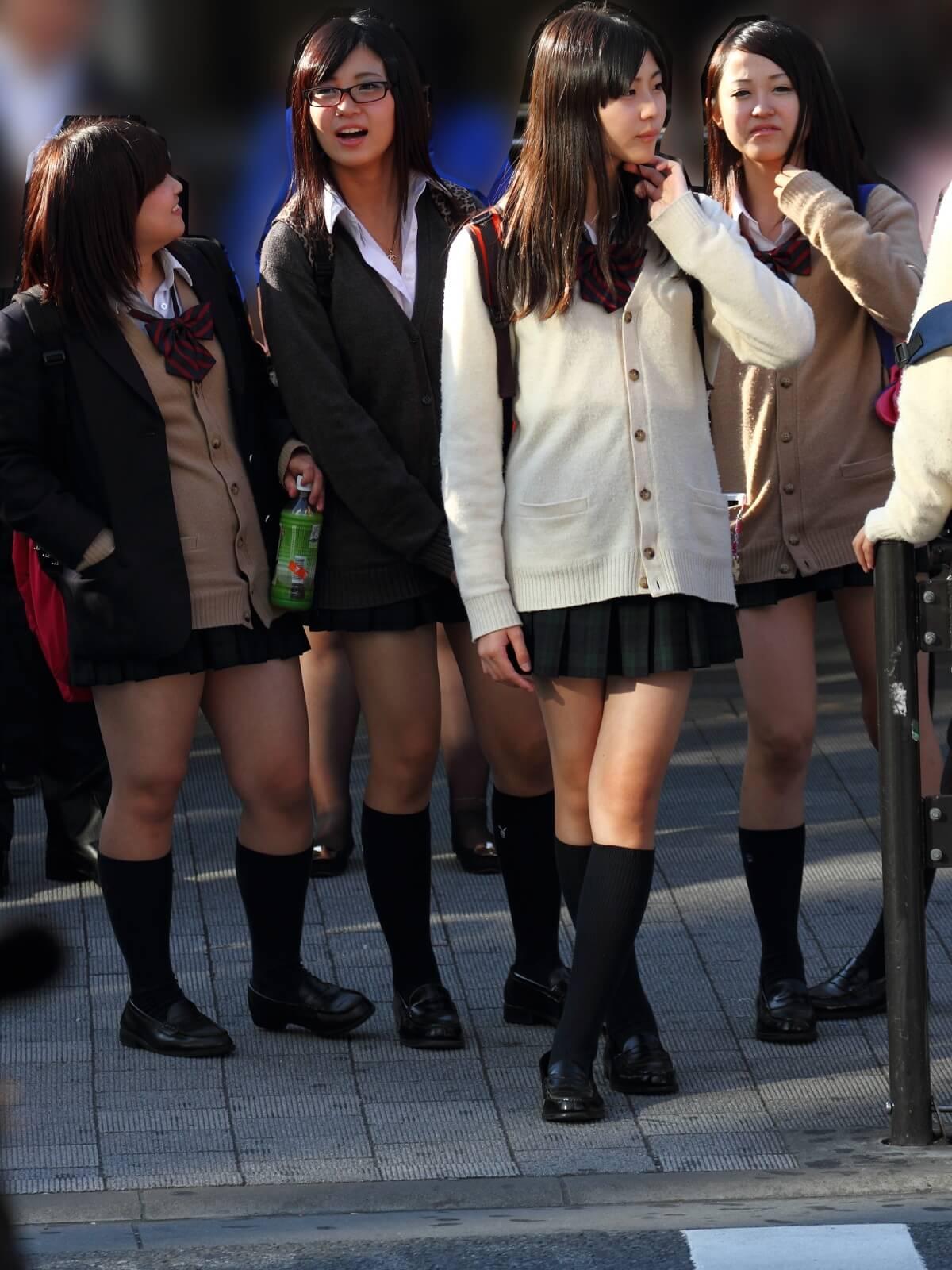 【画像】通学中の女子高生をこっそり撮影奴ww