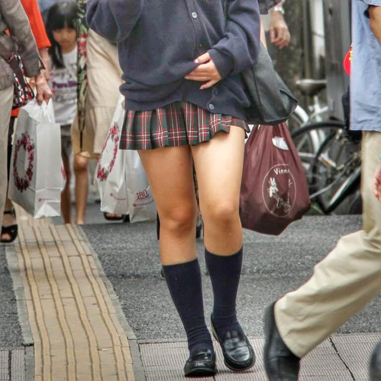 【画像】女子高生のすべすべふともも写真がこちらです。