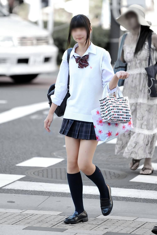 【画像】セーター姿の待撮り女子高生写真