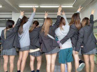 【画像】顔が見えない女子高生の後ろ姿写真で妄想しようずwww