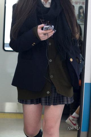 【画像】電車で通学する女子高生を狙った悪質な写真がこちら【盗撮ダメ絶対】