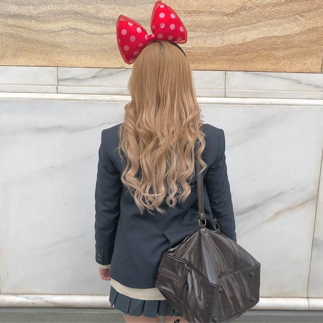 【画像】女子高生の艶髪で髪コキして欲しい成人男性おるやろ?ww