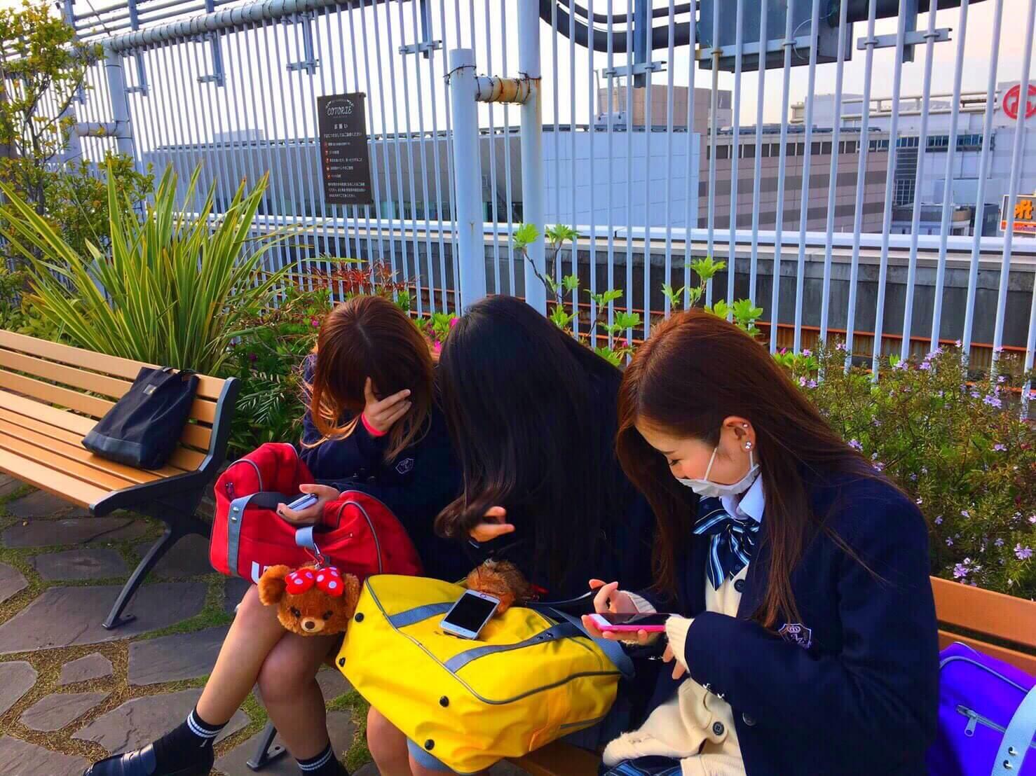 【画像】女子高生が学校で撮った青春写真