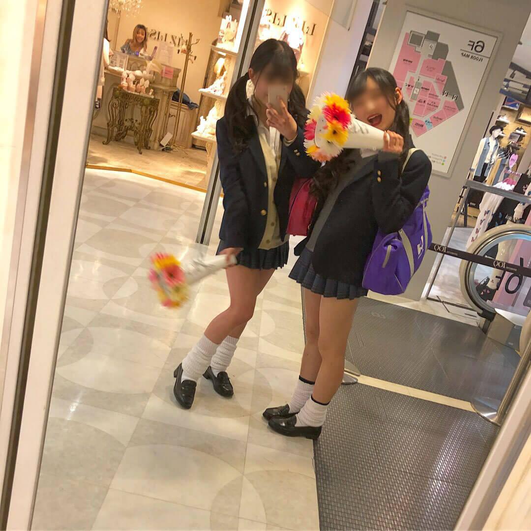 【画像】女子高生が鏡越しに写真を撮ってネットにアップしてくれるの感謝