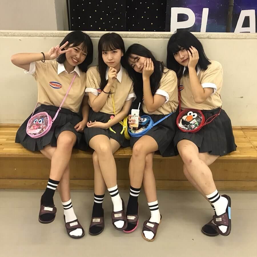 【画像】女子高生が集まるとチョイブサが紛れててもみんな可愛くみえるよなww