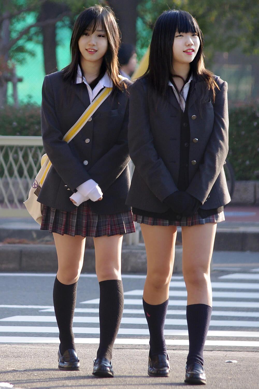 通学中の女子高生を捉えた神業街撮り写真がこちら