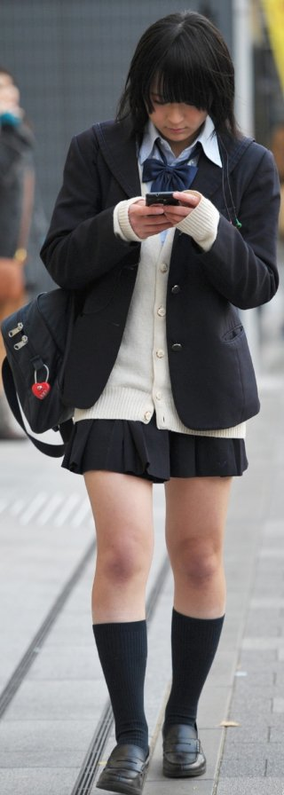 【画像】春休みで女子高生が居ないから街撮り写真でがまんしよ・・