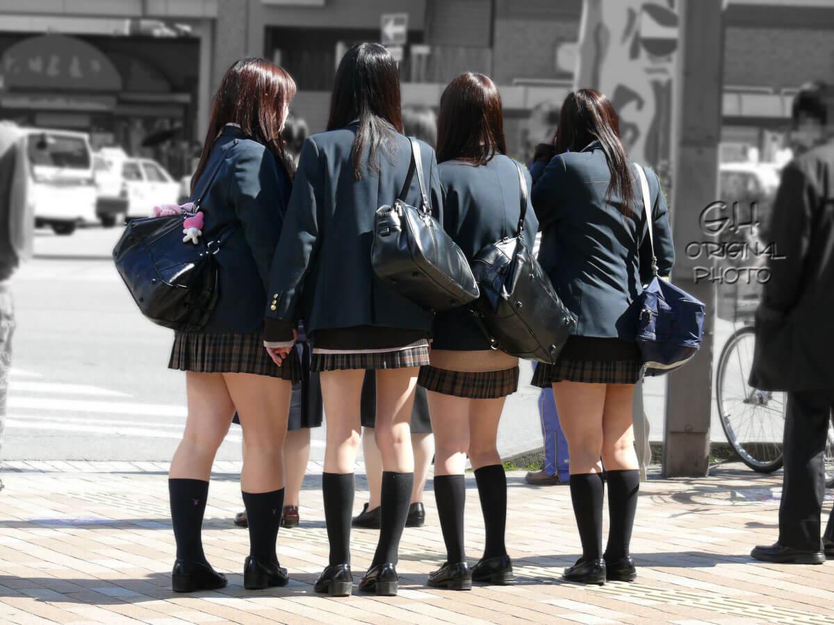 【画像】女子高生を街で見かけると今日も頑張ろうってなるよなww