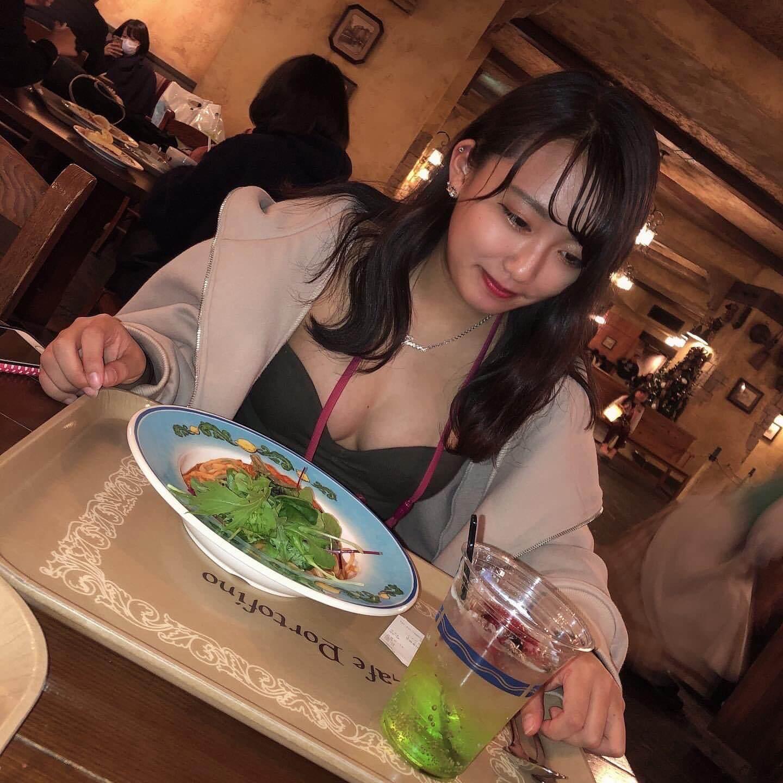 【画像】女子高生がちょっと背伸びして露出多めな私服がたまらん