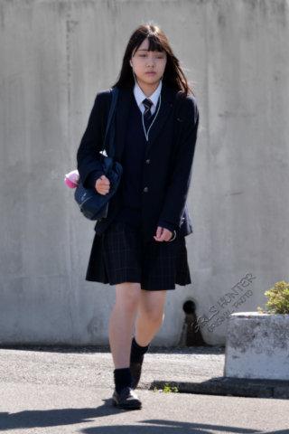 【画像】歩くスケベこと女子高生さんの通学街撮り写真