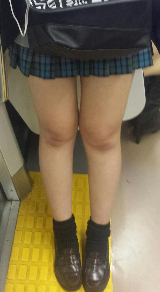 【画像】女子高生のふとももに挟まれてそのままふとももにぶっかけたいよな?ww