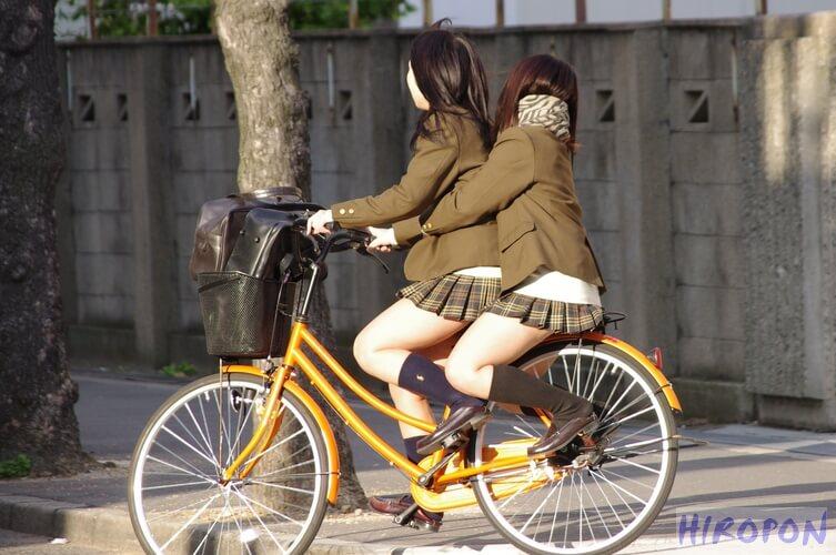 【画像】生まれ変わったら女子高生の自転車のサドルに生まれ変わりたいチャリ通学画像
