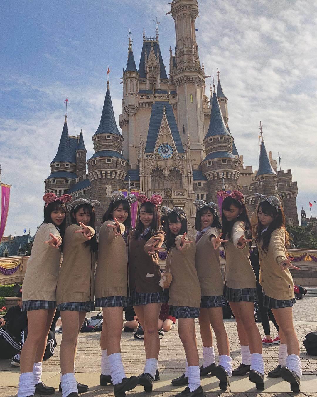 【画像】うひょ、たくさんの制服少女に囲まれたらマジで良い匂いしてきそうな集合写真