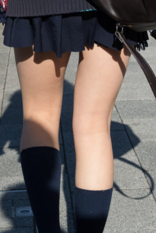 【画像】女子高生の膝裏が何故こんなにもスケベなのか説明せよ