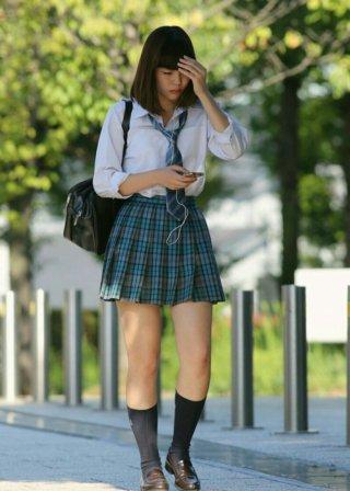 【画像】暑くなってきて下着が透けてたらガッツポーズな街撮り女子高生