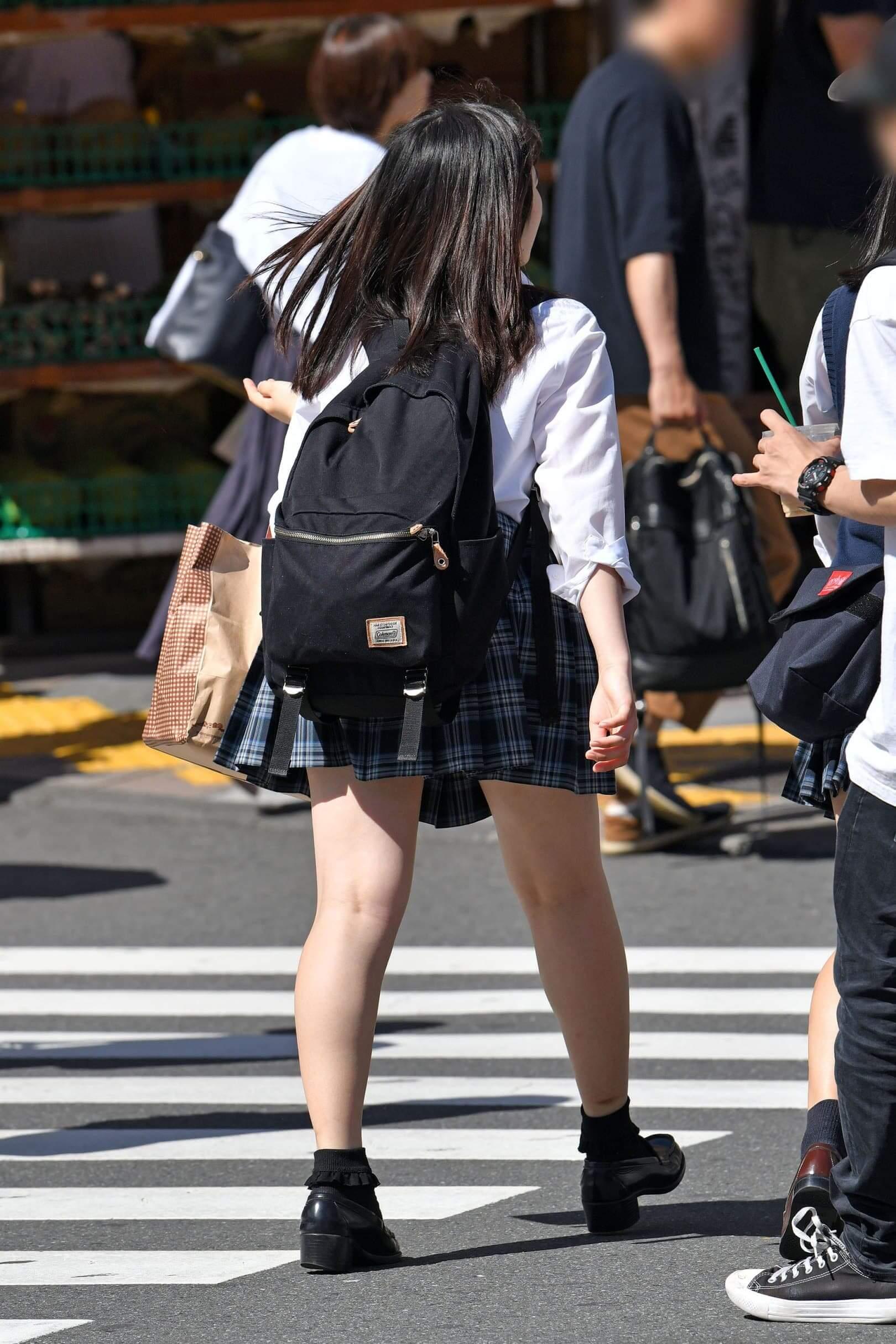 【画像】JKちゃんに早くに街に戻ってきて欲しい街撮り写真