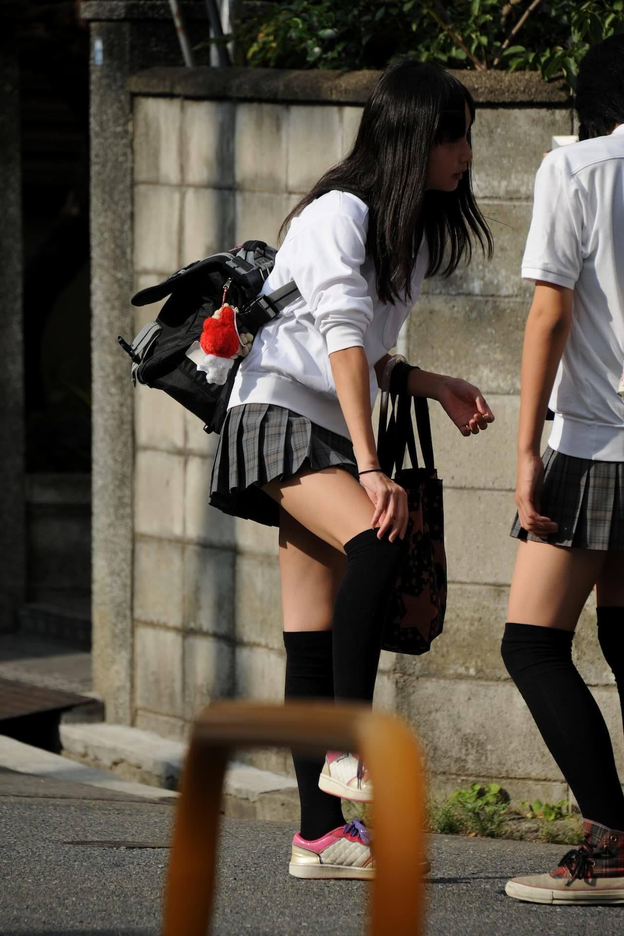【画像】思わず目で追ってしまう女子高生街撮り写真