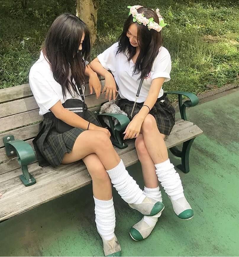 【画像】女子高生がムチムチなふとももを組んで挑発してきたら我慢できるか!?