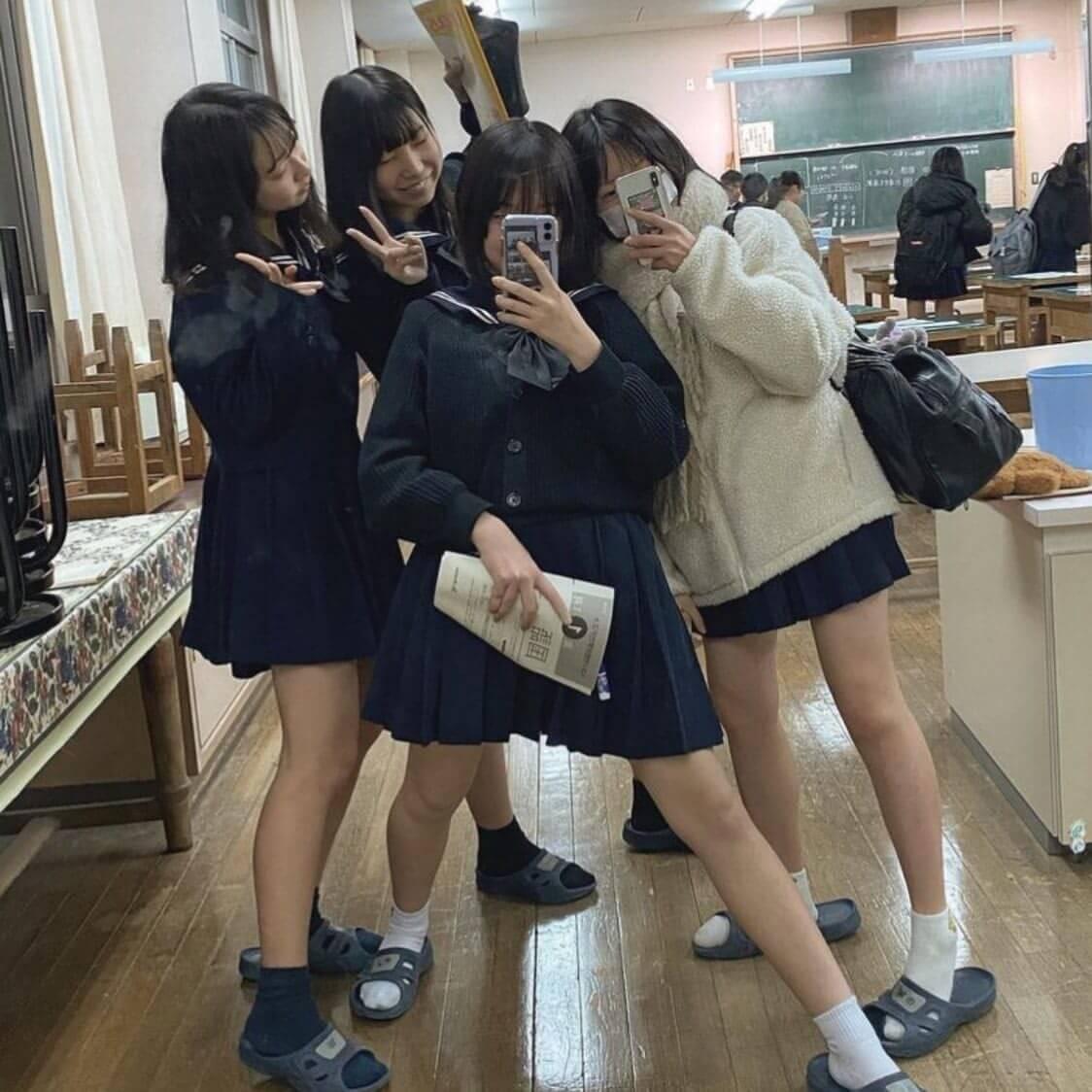 【画像】あぁ、なぜ高校時代に女子高生の魅力に気づかなったのか後悔する校内写真