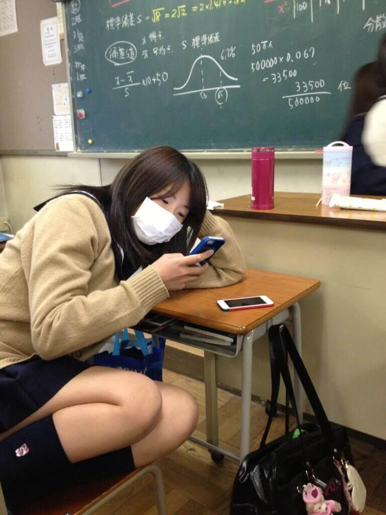 【画像】JKちゃん達が学校で撮った青春写真に胸キュンするよな